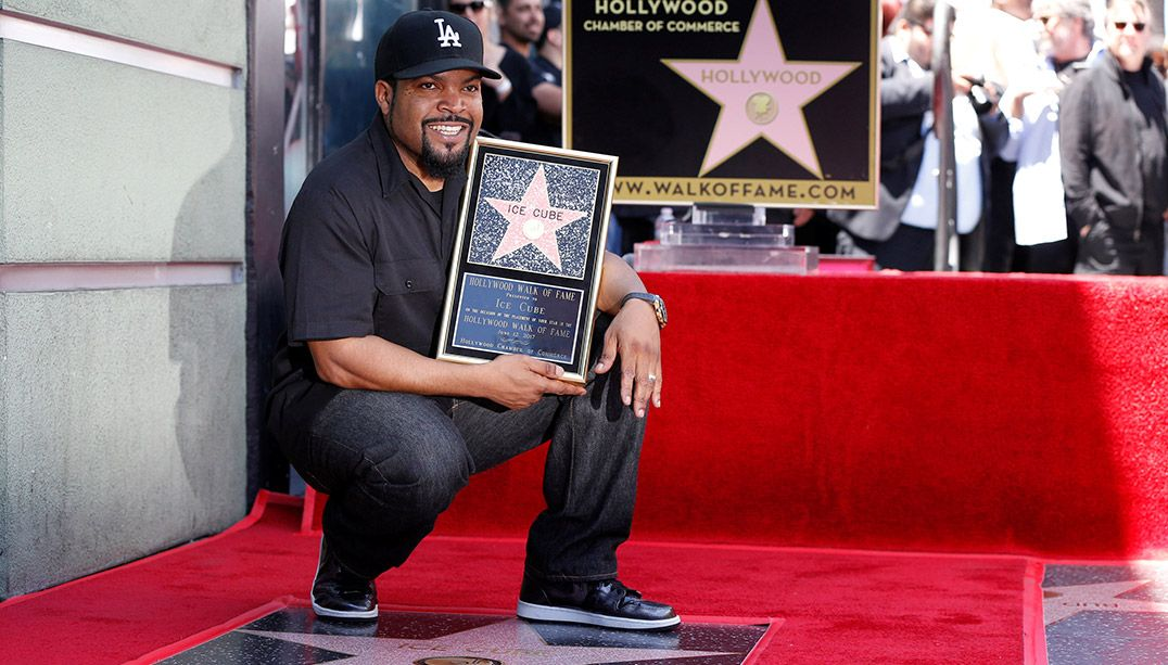 Rapper Ice Cube inaugura estrela na Calçada da Fama de Hollywood