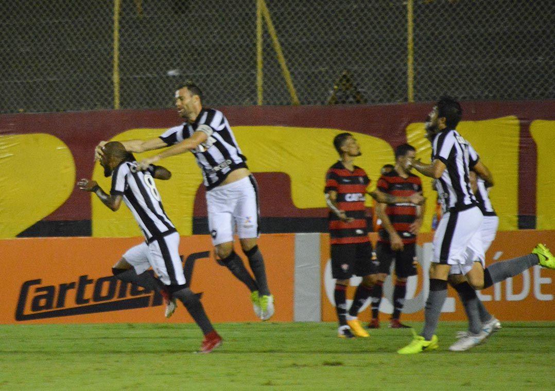 937ef81dbf Jogadores do Botafogo festejam gol de Bruno Silva  volante marcou duas  vezes (Foto  Marcelo Malaquias Framephoto Estadão Conteúdo)