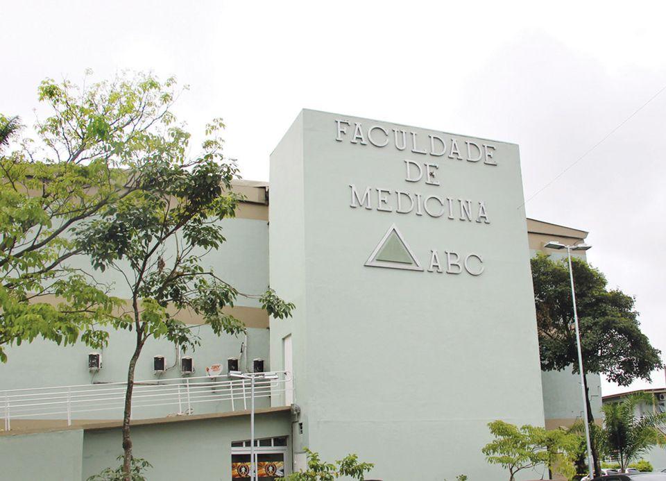 Faculdade de Medicina do ABC é a única que tem autorização para realizar o procedimento no país / Reprodução/Facebook