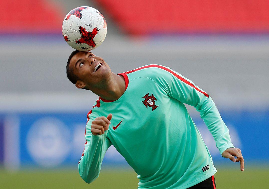 Cristiano Ronaldo defende Portugal na Copa das Confederações atualmente / Darren Staples/Reuters