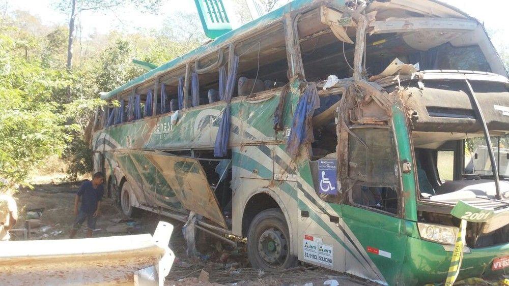 Tombamento de ônibus deixa 10 mortos no Piauí