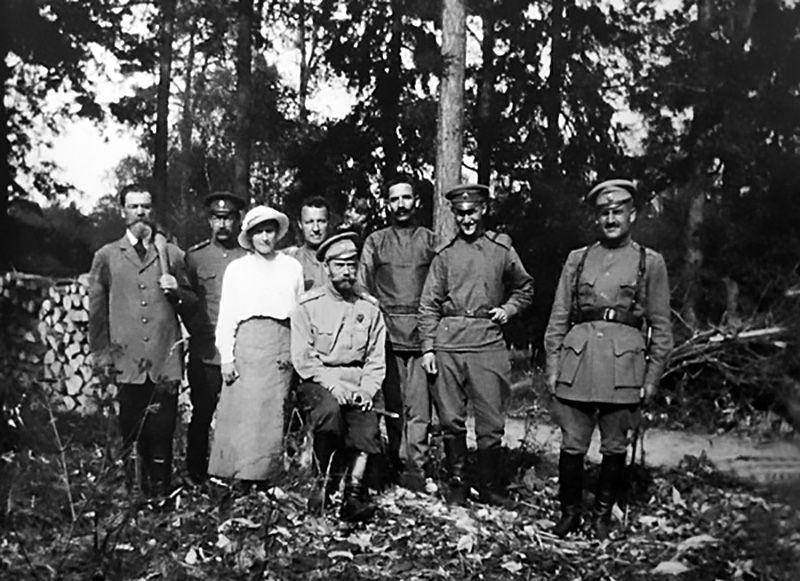 Nicolai 2º com sua filha Anastassia e seus criados no parque do Palácio de Aleksandr, em Tsárskoie Selô / Arquivo/Gazeta Russa