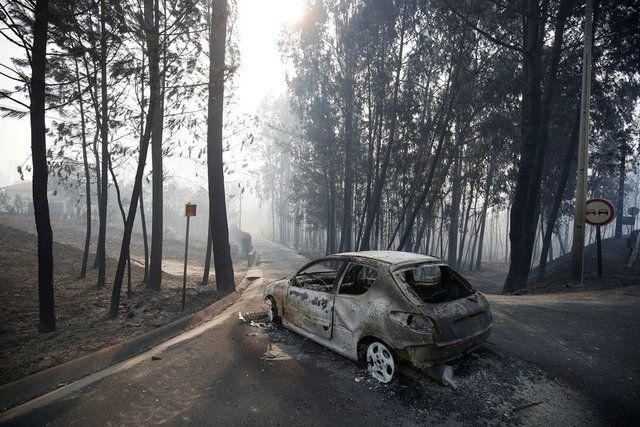 Cerca de 16 pessoas morreram após tentar deixar seus carros em estrada / Rafael Marchante/Reuters
