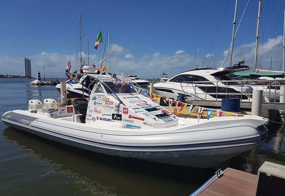 Italianos atravessam Atlântico até Recife em barco inflável