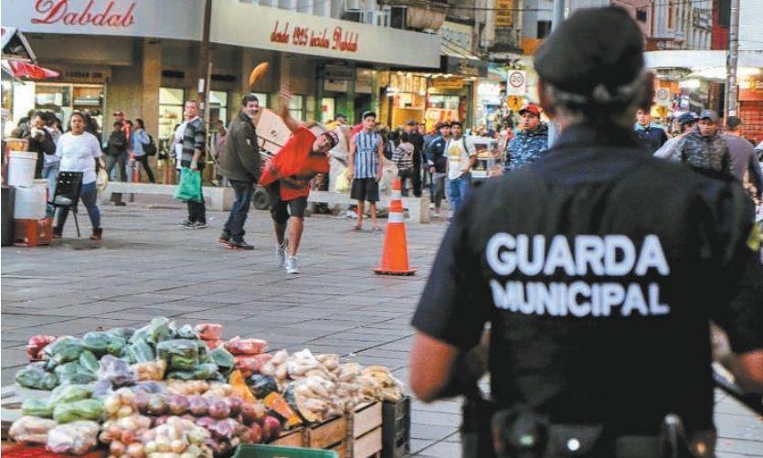 Fiscalização termina em confronto no Centro de Porto Alegre