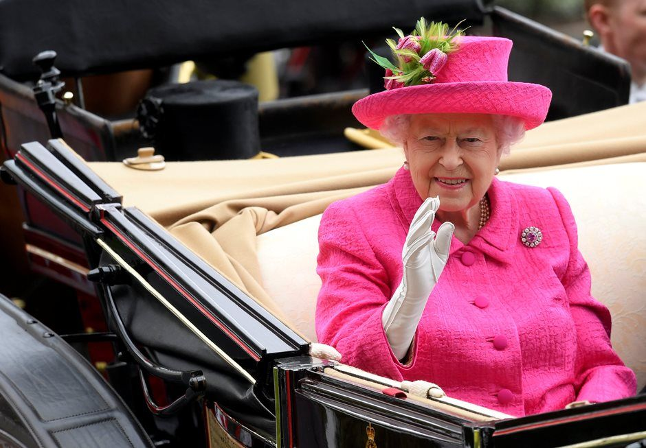 Rainha Elizabeth é alvo de denúncia anônima