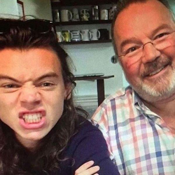Padrasto de Harry Styles morre aos 57 anos