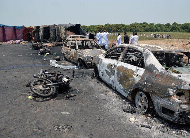 Caminhão explode e mata 141 pessoas no Paquistão