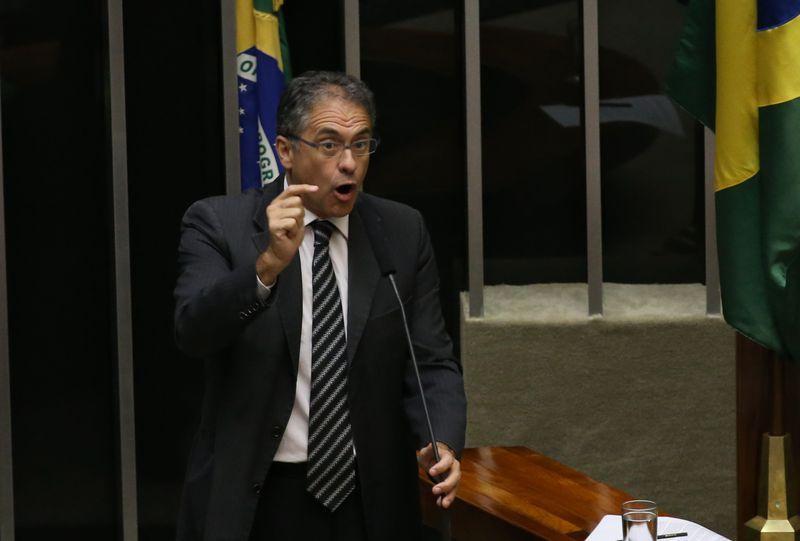 Líder do PT não descarta retirada de emenda que pode beneficiar Lula