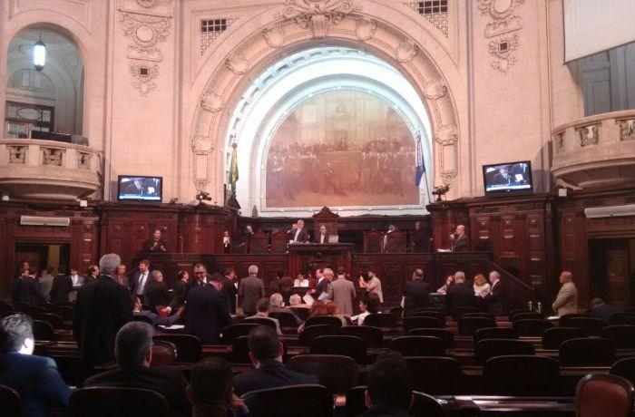 Alerj aprova orçamento e rombo passa dos R$ 20 bilhões