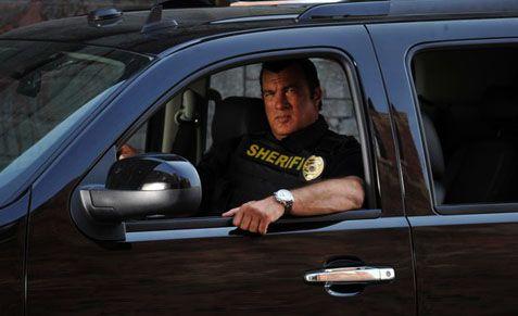 Steven Seagal é o homem da lei