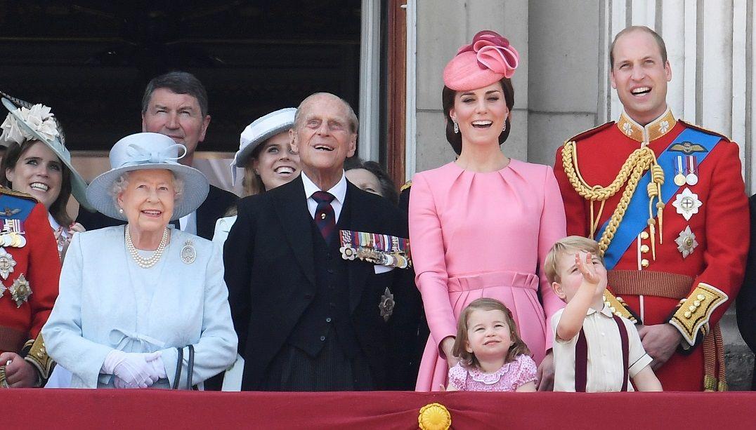 Buckingham diz que custo de manutenção da realeza não é excessivo