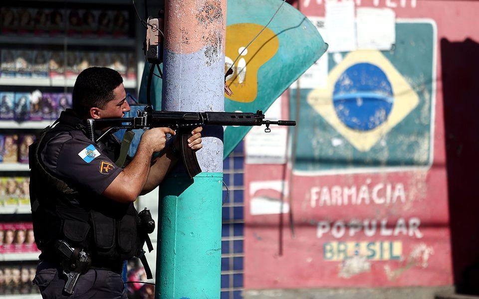 PM morre em confronto armado com bandidos no RJ