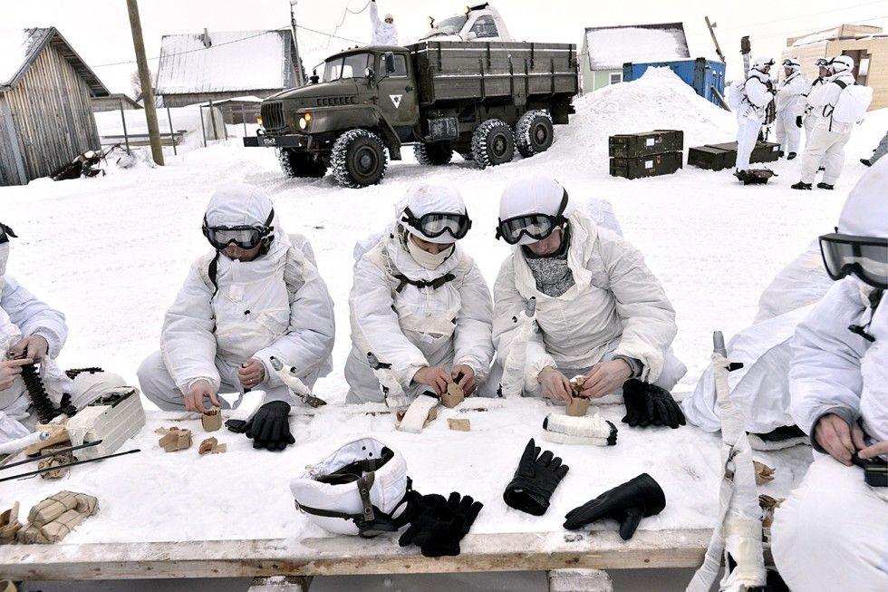 Soldados têm aparato especial para suportar frio de -50ºC no Ártico