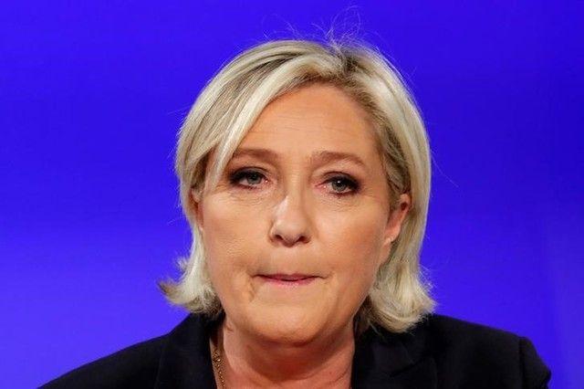 Le Pen é indiciada por desvio de verba do Parlamento Europeu