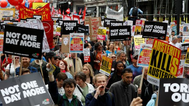 Londres: 100 mil pessoas marcham contra Theresa May