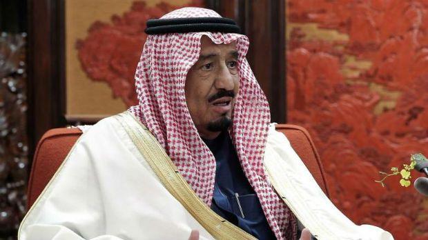 Rei da Arábia Saudita suspende colunista por excesso de elogio