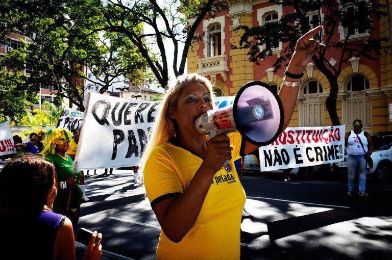 LGBTs denunciam violência em festa universitária