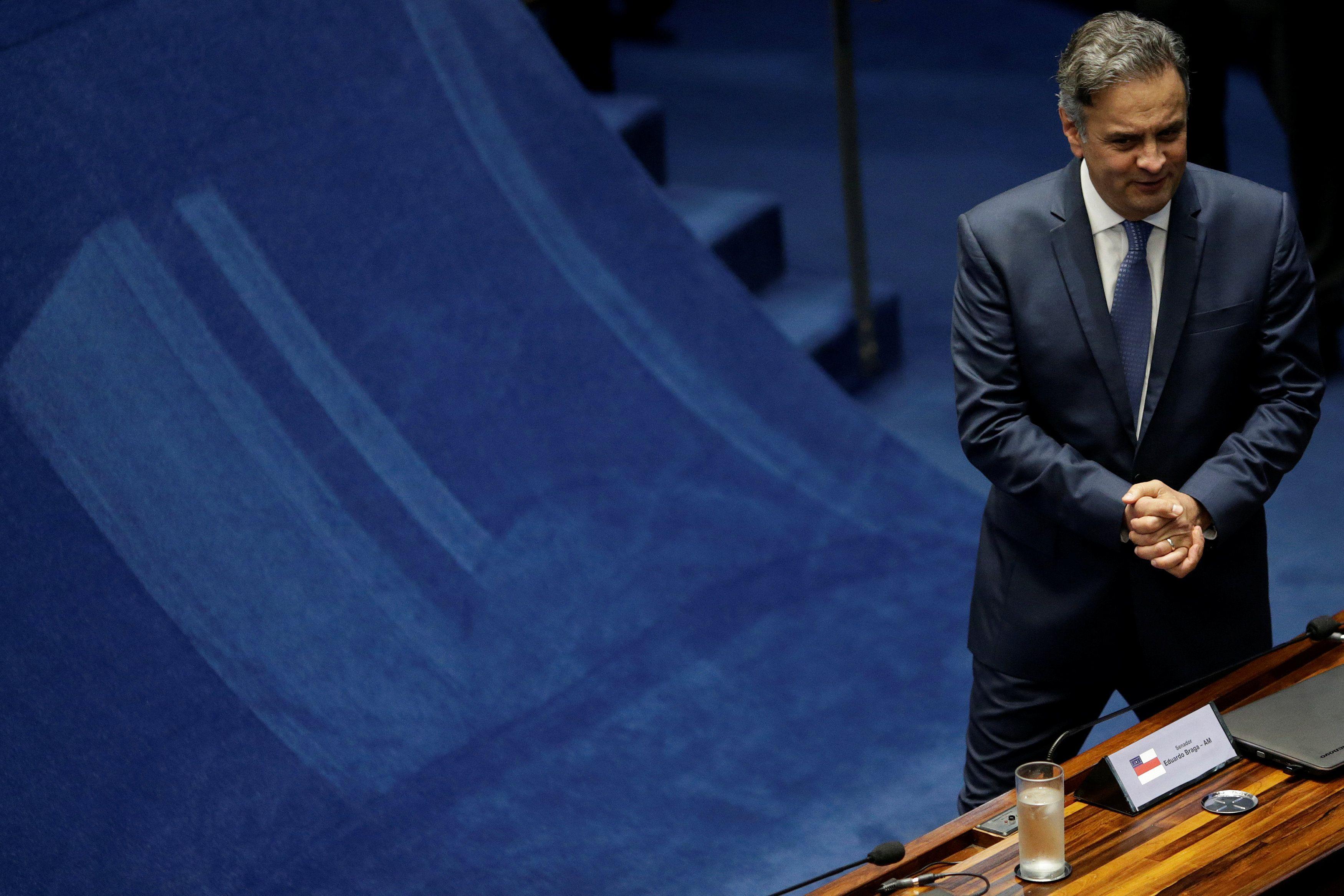 Aécio defende que PSDB mantenha apoio a Temer