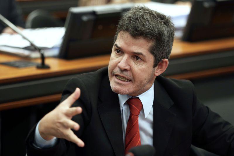 Waldir do PSL defende envio do PL dos militares em até 10 dias