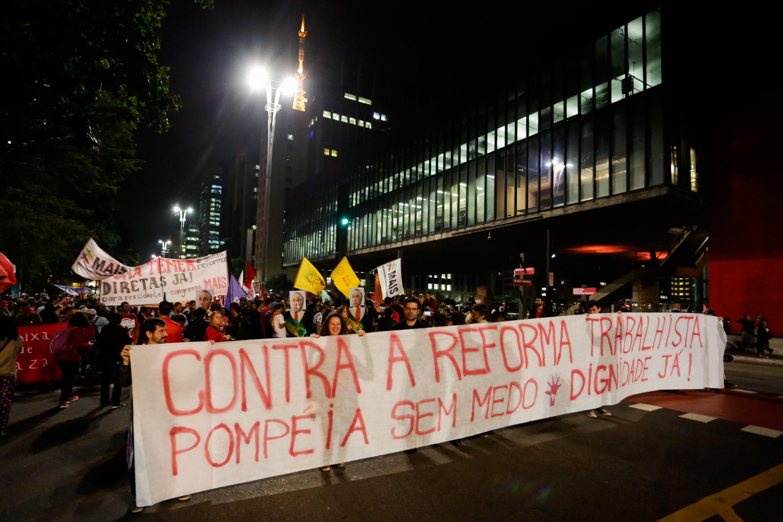 Movimentos sociais fazem protesto em SP contra a Reforma Trabalhista