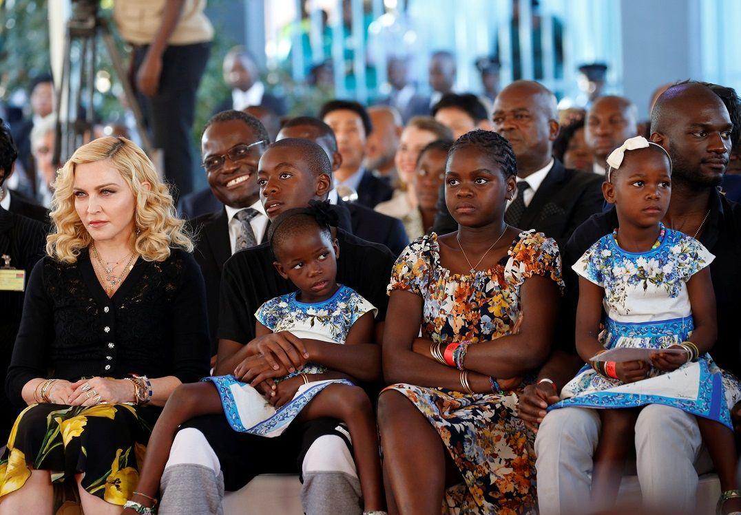 Madonna inaugura ala pediátrica em hospital no Malawi