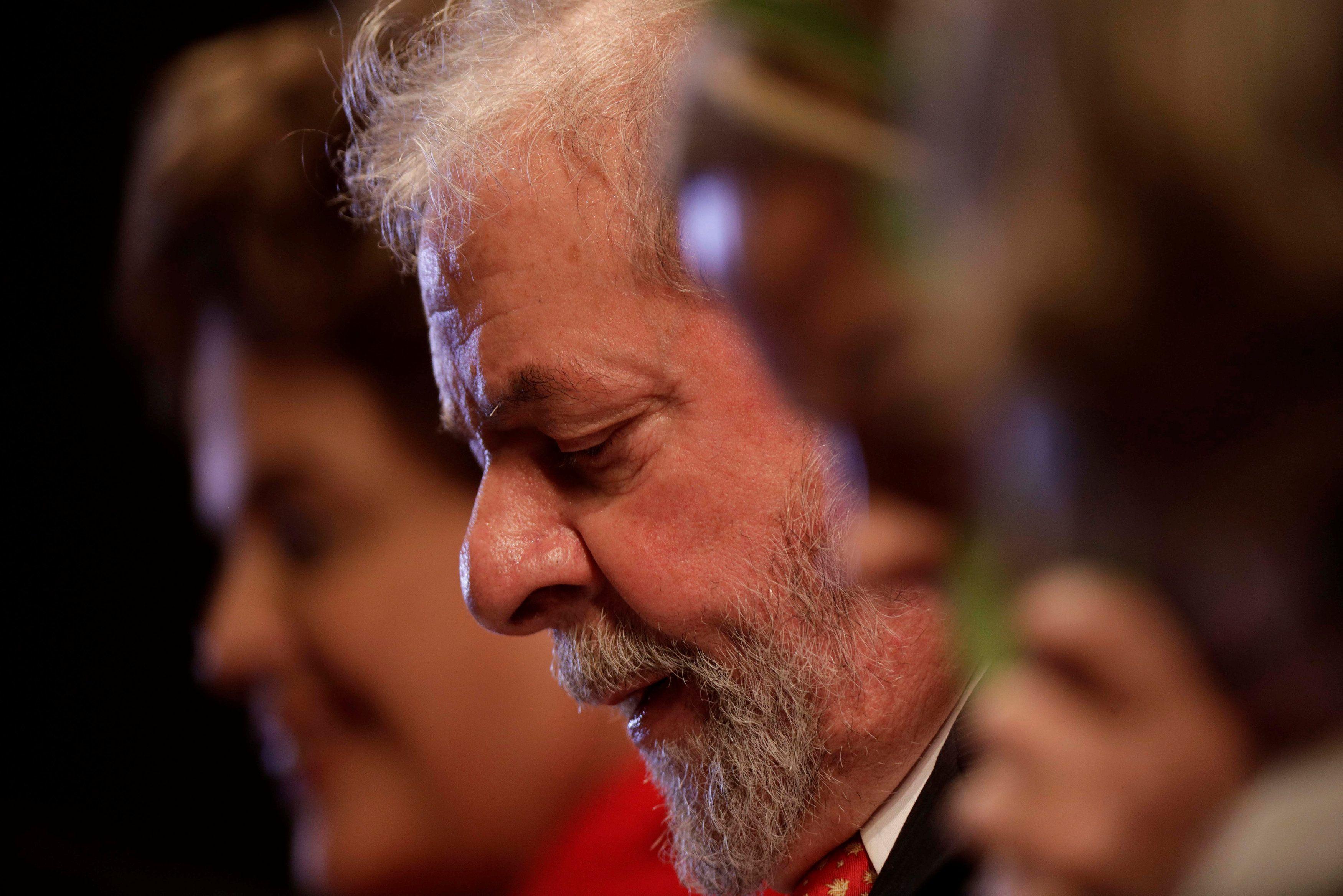 Petistas falam em perseguição política de Lula; oposição celebra