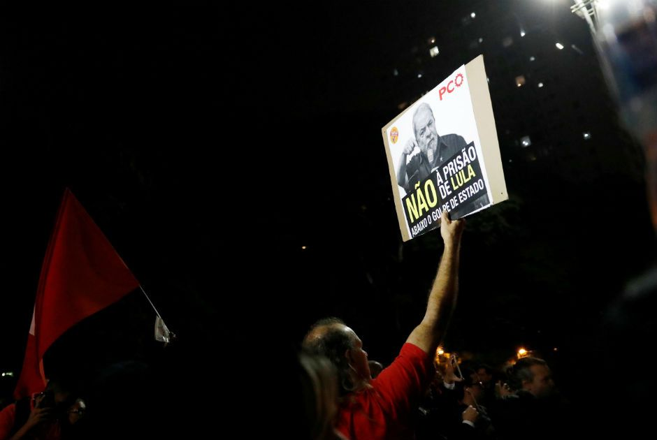 Manifestantes pró e contra Lula protestam na Avenida Paulista