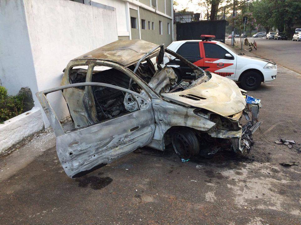 Carro do comissário de bordo Alexandre Stoian, que morreu carbonizado  / Rádio Bandeirantes