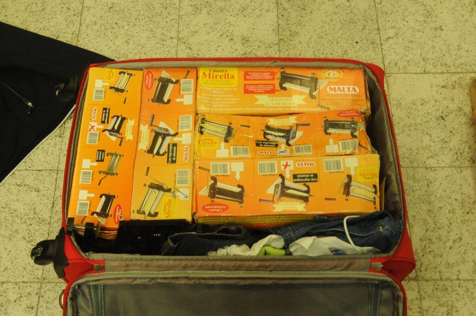 Agentes desconfiaram de homem e submeteram bagagem ao aparelho de raio-x  / Divulgação/Polícia Federal
