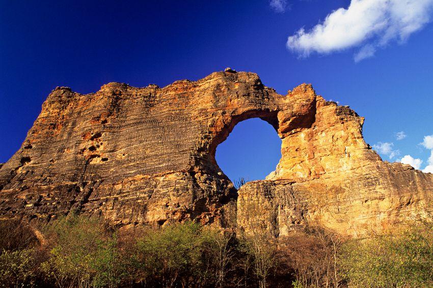 A pedra furada é um grande destaque da serra da capivara / Divulgação