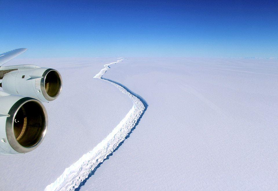Fenda que separou o iceberg da plataforma de gelo Larsen C / Nasa/Divulgação