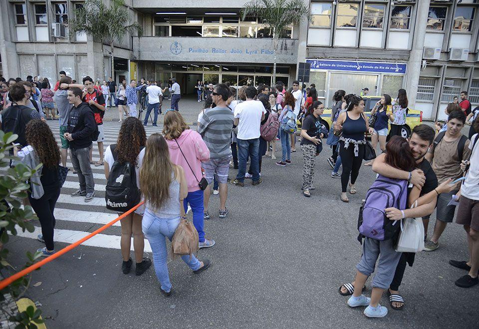 Estudantes no campus da Uerj neste domingo / Tomaz Silva/Agência Brasil