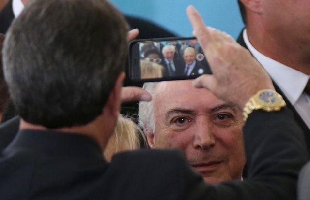 Michel Temer posa para foto após cerimônia no Palácio do Planalto / Adriano Machado/Reuters