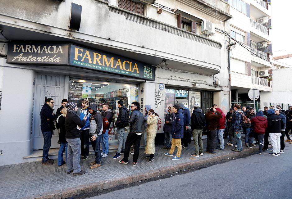 Usuários esgotam maconha de farmácias de Montevidéu