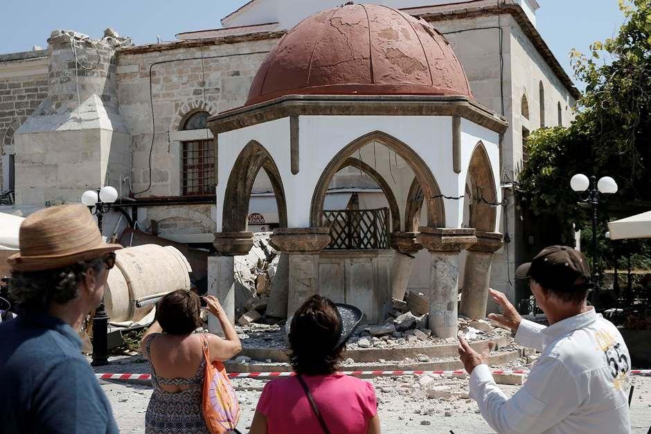 Terremoto deixa mortos na Turquia e na Grécia