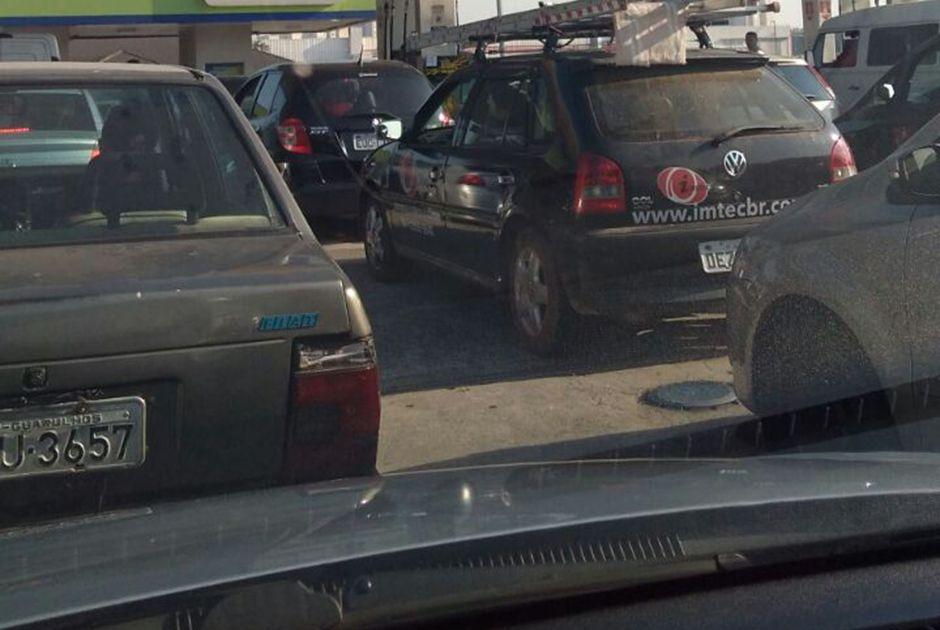 Motoristas já enfrentam filas em postos de combustíveis