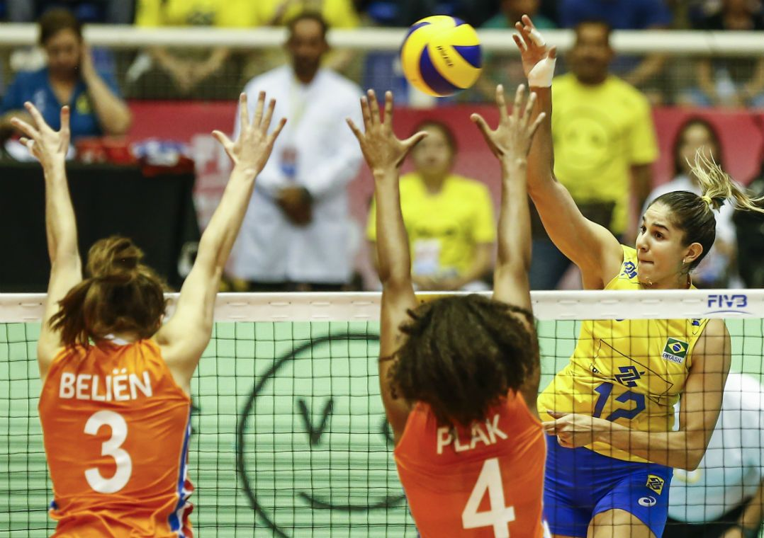 Brasil bate Holanda e fica perto da vaga na fase final do Grand Prix