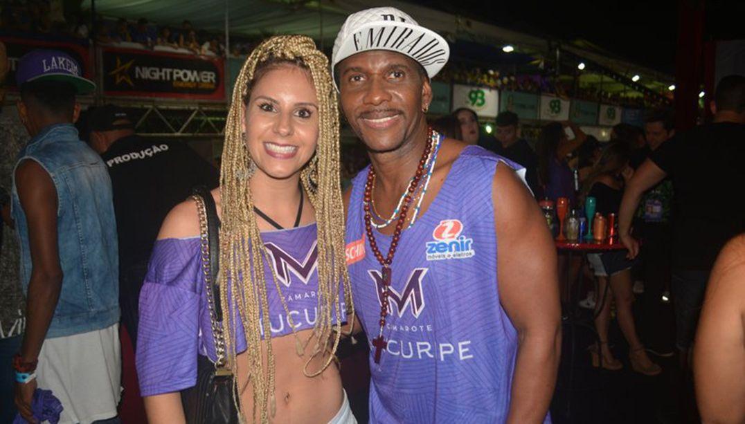 Beto Jamaica curte festa ao lado de nova namorada