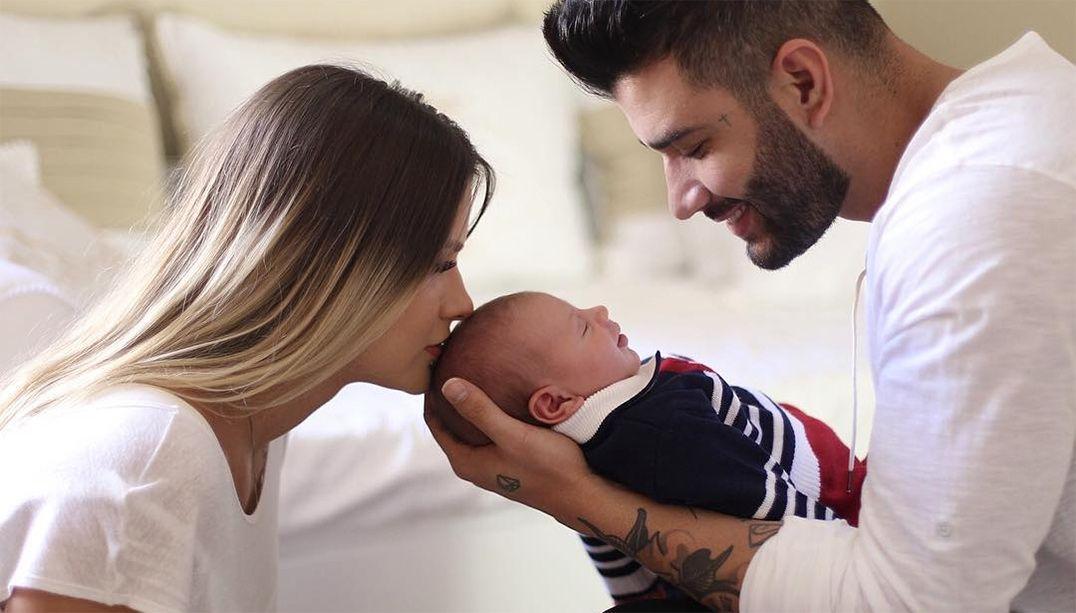 Gusttavo Lima faz ensaio com mulher e filho