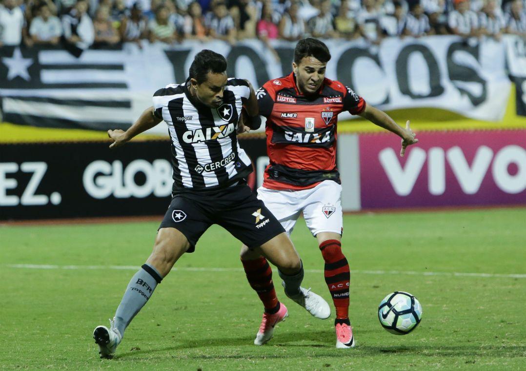 Botafogo sente falta dos titulares e só empata com o lanterna