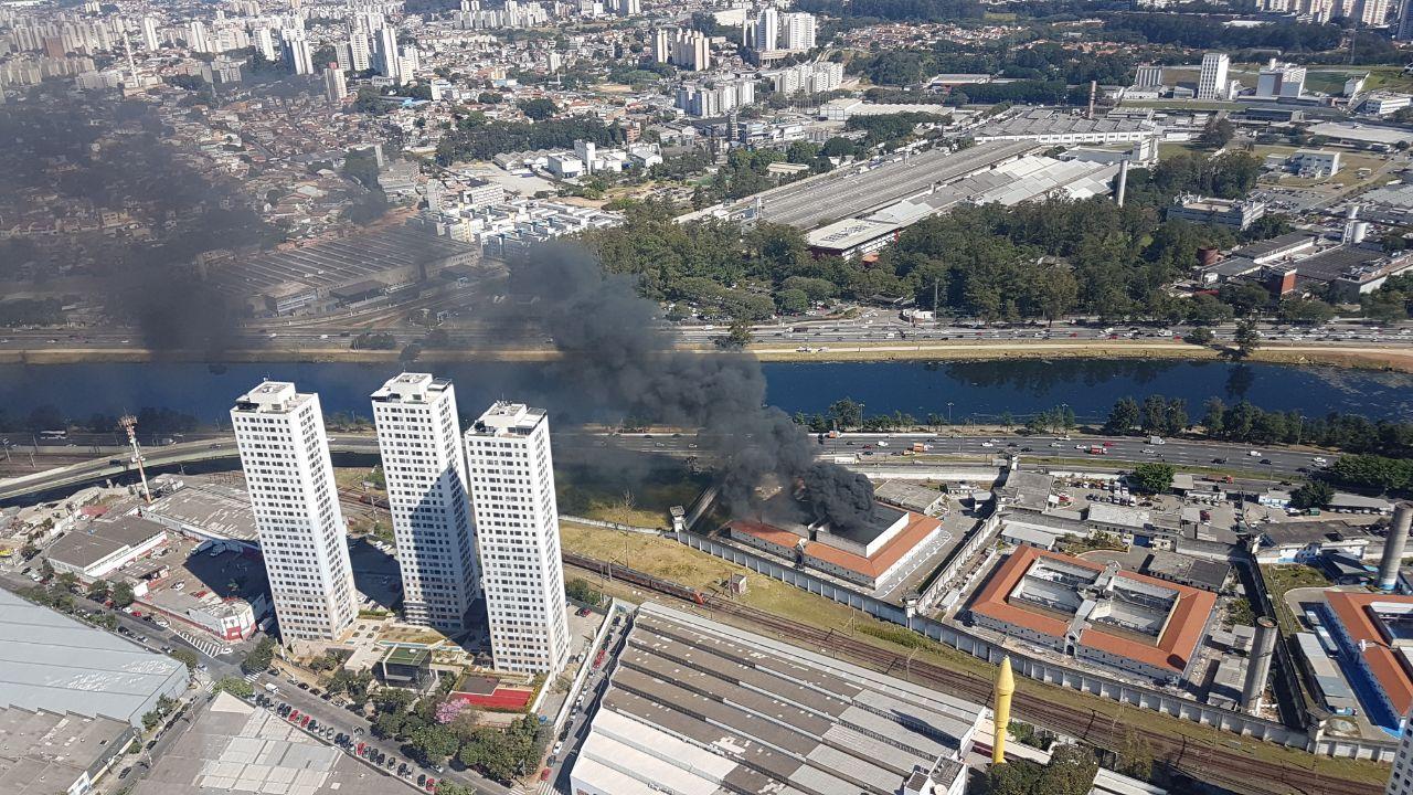 Rebelião de presos causa incêndio no CDP Pinheiros