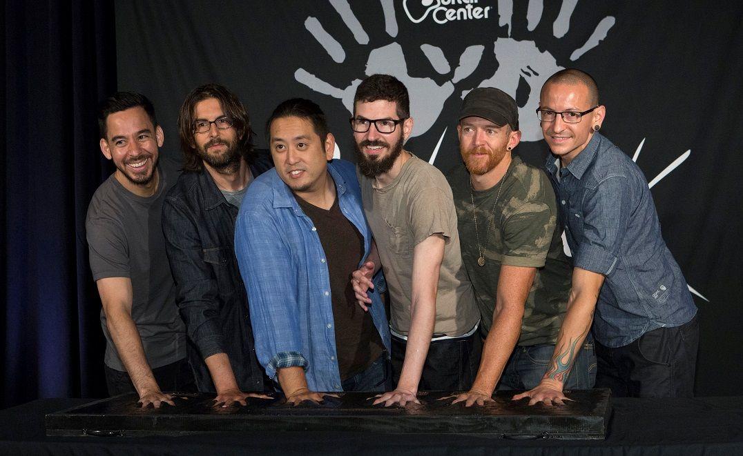 Vendas do Linkin Park aumentam 461% após morte de Chester