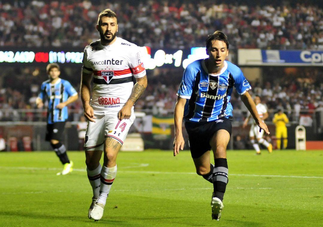 Pratto está vivendo um jejum de gols com a camisa Tricolor / Bruno Ulivieri/Raw Image/Estadão Conteúdo