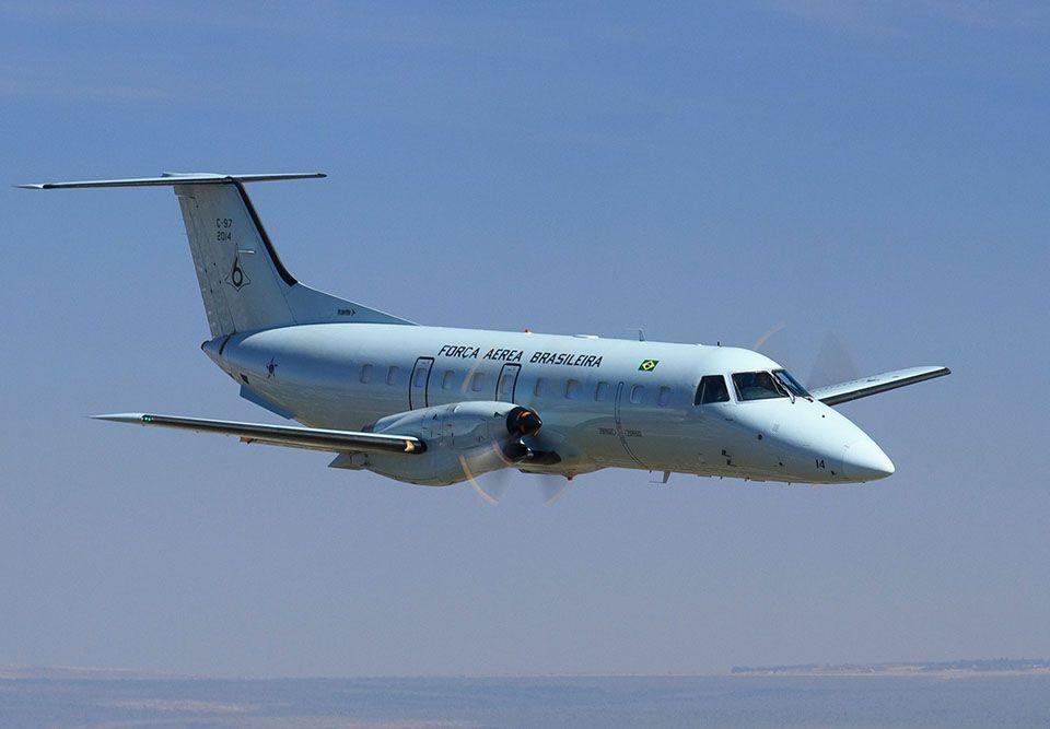 EUA e França proíbem uso de aviões militares por políticos