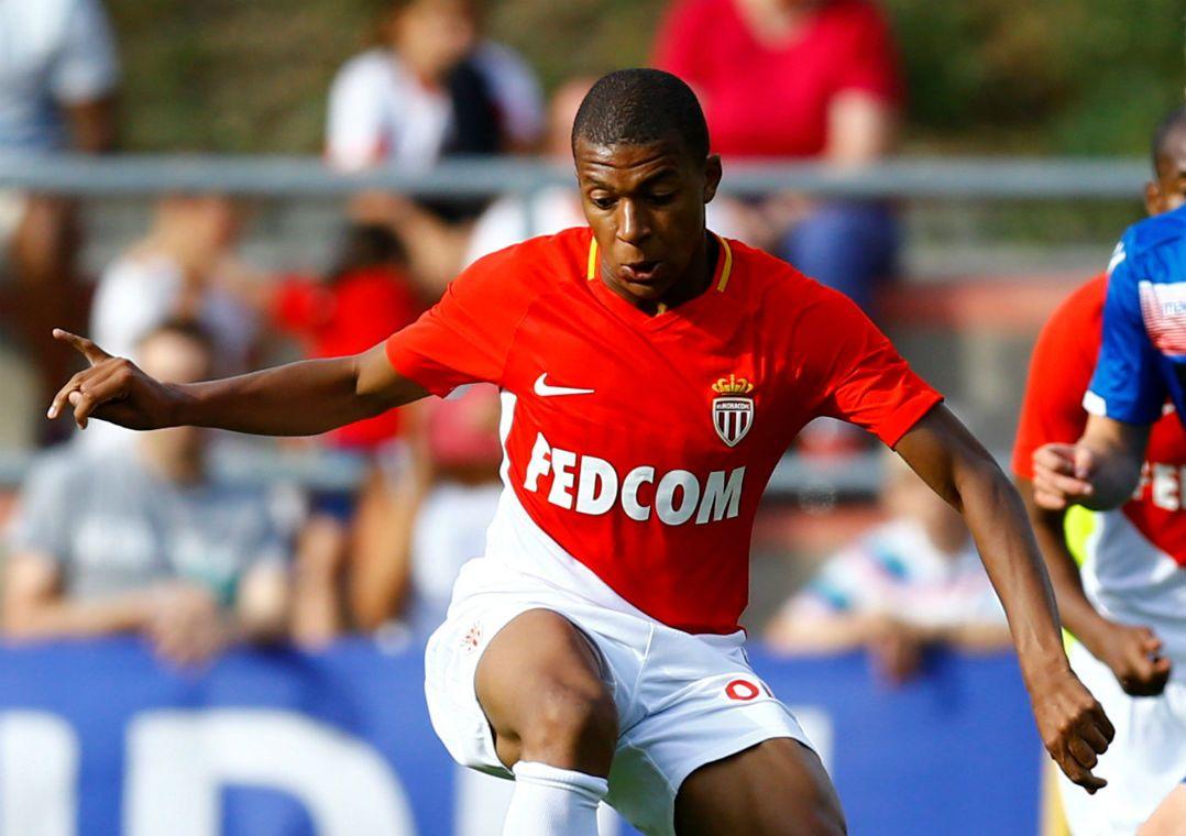 ca95a10e803b4 Mbappé está na lista de reforços do time francês (Foto  Pierre  Albouy Reuters)