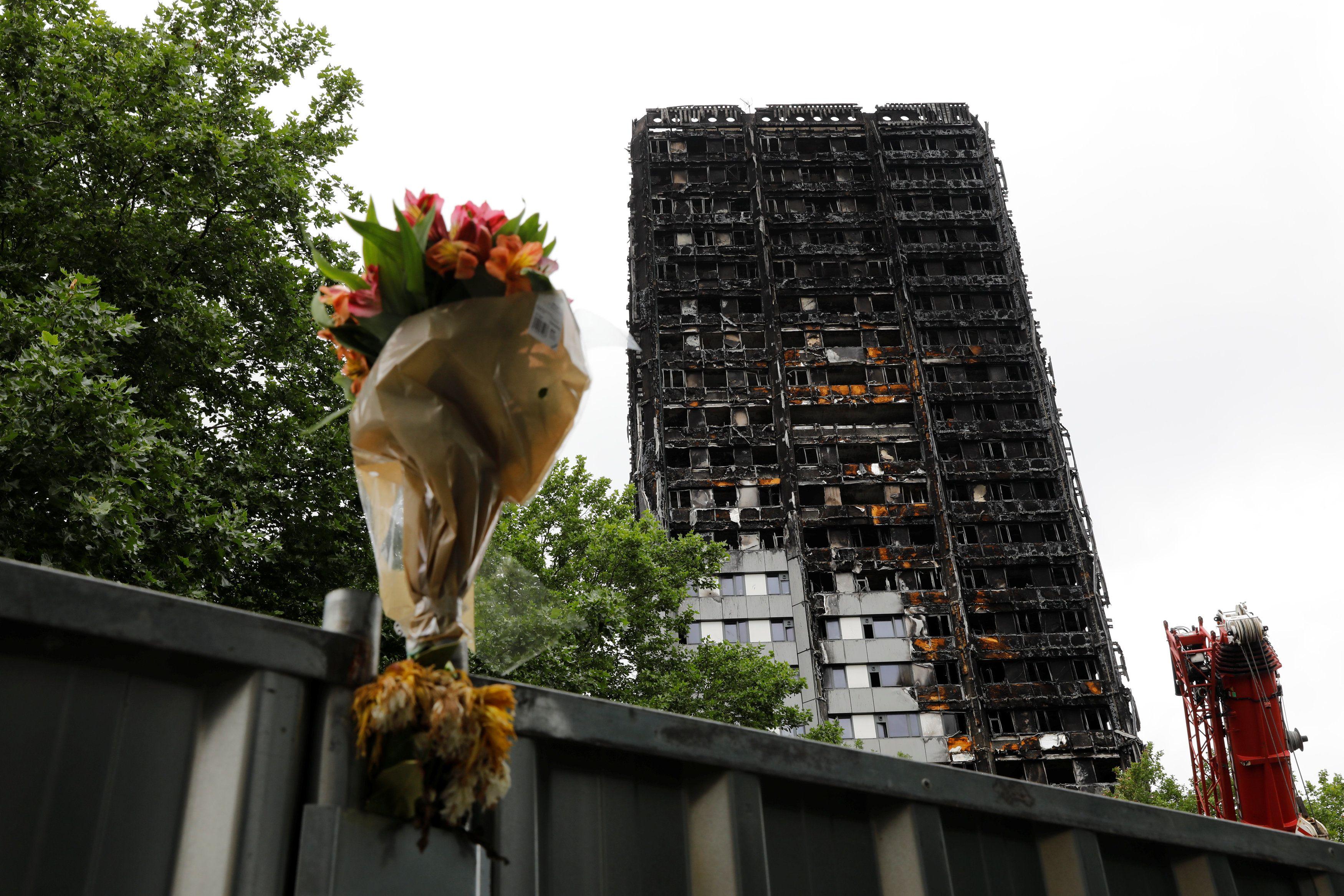 Polícia investiga incêndio na Grenfell Tower como homicídio