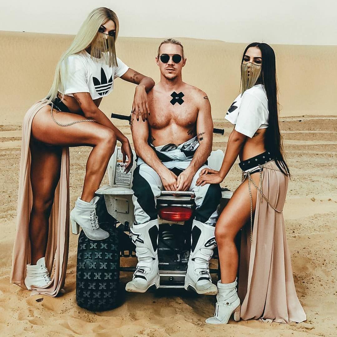 Diplo posa entre Pabllo e Anitta no Marrocos / Divulgação/Instagram
