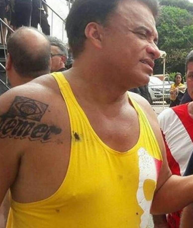 Wladimir apareceu tatuado com o nome do presidente Temer no ombro nesta semana / Reprodução/Facebook