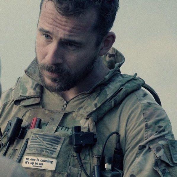 Astro de Revenge estreia nova série como militar